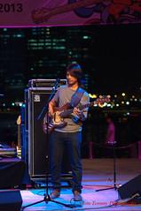 relaxing (tomzcafe) Tags: singapore esplanade d90 mosaicmusicfestival soligor13528