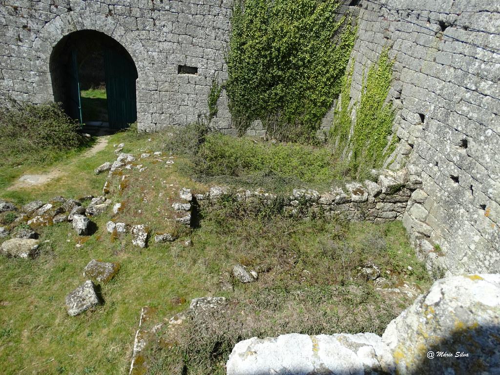 Águas Frias (Chaves) - ... interior do Castelo de Monforte de Rio Livre ...