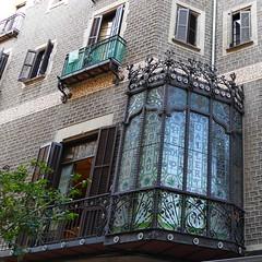 Barcelone - (larsen & co) Tags: espagne spain barcelone catalogne provincedebarcelone bowwindows balconies balcons