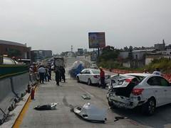 Pipa de gas se impacta contra cinco autos en la Mxico-Cuernavaca https://t.co/VsuKsU8crc https://t.co/P4X8CYvHri (Morelos Digital) Tags: morelos digital noticias