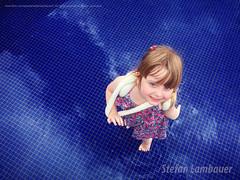 Catharina (Stefan Lambauer) Tags: catharina chuva baby kid infant menina filha rain santos stefanlambauer brasil brazil 2016 br praçavereadorluizlascala pool water blue azul