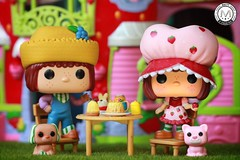 Hope you have a berry nice day! (PrinceMatiyo) Tags: playset strawberrycafe huckleberrypie strawberryshortcake popvinyl funko