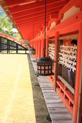 Row of lanterns (iorus and bela) Tags: bela iorus japan 2016 holiday vakantie hiroshima miyajima itsukushima shrine