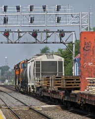 Wide loads (PrairieRailfan) Tags: merchandise bnsf wideload chicagosub signalbridge westmontilcassave
