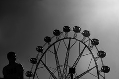 quizás, .. (Color-de-la-vida) Tags: silhouette vertigo granderoue noria feriadeabrilbcn