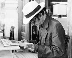 man hat sunglasses bar table reading newspaper necklace cigar uomo spectacles tavolo lettura cappello viareggio pigtail occhiali sigaro giornale collana occhialidasole codino