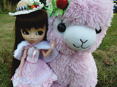 Fluffy (Beh) Tags: hello flowers cute hat outfit kitty mink pullip nina doc martens arpakasso