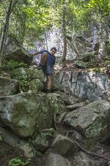La descente (Guimbi) Tags: hiking hike randonnée montwright guimbiproduction randonneepedestre guimbi sentierduvaillant sentierdelaforêtancienne parcdelaforêtanciennedumontwright