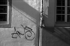 ANS (manni39) Tags: film me wall shadows pentax wand agfa mainz schatten apx ombres agfaapx100 pentaxme r09 selfdevelopped pentax50mm20