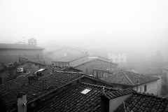 (Pay No Mind) Tags: morning houses italy fog roofs assisi