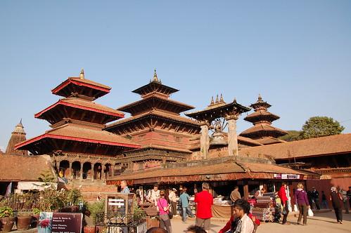 "d13 Bhaktapur, PAtan (38) <a style=""margin-left:10px; font-size:0.8em;"" href=""http://www.flickr.com/photos/125852101@N02/17253572923/"" target=""_blank"">@flickr</a>"