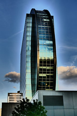 P1020013b - Radisson Blu Building (JB Fotofan) Tags: building lumix hotel abend colorful frankfurt haus panasonic gebäude bunt bockenheim fz1000