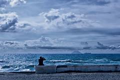 fotografo di Gioia Tauro (pinomangione) Tags: pinomangione fotografi gioiatauro mare sea costa stromboli boat nave street allaperto