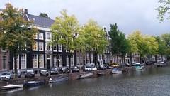 Keizersgracht (Eric Bhm) Tags: autumn keizersgracht amsterdam canal samsung s4mini 2016 october holland dutch tree