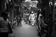 Old Delhi, India (Aicbon) Tags: verde india delhi olddelhi viejadelhi musulan barrio muslim city capital blackandwhite indiablackandwhite monochrome monocromatio street calle callejear 50mm 14 canon 500d