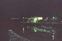 night (Philip@Tamsui) Tags: film analog  nikon nikonfe fe nikkor afnikkor35mmf20 kodak kodakfilms 500t kodakvision3500tcolornegativefilm5219 tamsui   wharf ferry boat grain