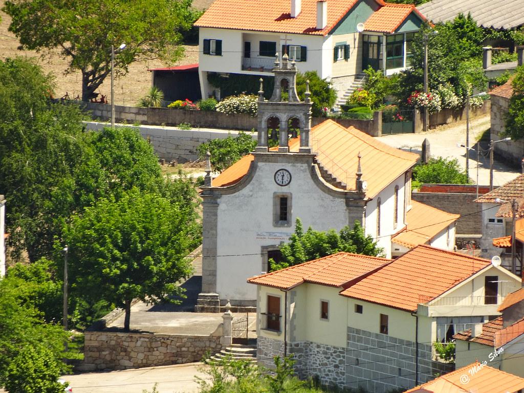 Águas Frias (Chaves) - ... à volta da igreja matriz ...
