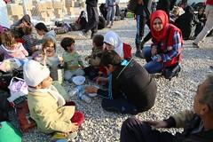 عمليات الاغاثة وتقديم المساعدات الى العوائل النازحة من مختلف قرى ومناطق محافظة #نينوى (15) (جمعية الهلال الاحمر العراق) Tags: نينوى مساعداتانسانية مساعدات موصل