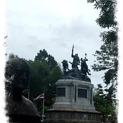 Estatua en un Parque de San José. La capital de #costarica #puravida #capital
