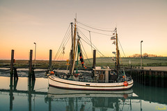 Var 6 | Harbour Varel (Onascht) Tags: fischkutter photoart meer steg water varel kutter ship fishing seascape sunset onascht schleuse hafen nikon boat digitalart northsea harbour d610