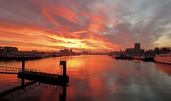Maashaven , Rotterdam.   16.54.uur (daaynos) Tags: maashaven rotterdam harbour port sunset sky clouds reflections
