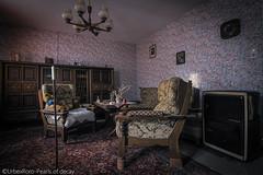 """Forced to go inside"" (RomarioPhotography) Tags: urbex house abandoned nikon nikond7200 tokina tokina1116"