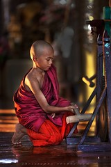 _MG_6388-le-18_04_2016_wat-thail-wattanaram-maesot-thailande-christophe-cochez-w (christophe cochez) Tags: thailand thailande maesot watthailwattanaram monk bonze myawadyy myanmar burma burmes birman birmanie religion travel voyage asie asia asian bouddhiste bouddhisme buddhist buddhism