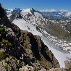Majestic Alpine viewpoint at the Kitzsteinhorn (Bn) Tags: summer vacation snow ski mountains alps salzburg ice sports landscape geotagged austria climb high rocks skiing hiking flag glacier adventure alpine valley meter peaks tours incredible viewpoint hoiday impressive austrian weissensee endless pistes highest slopes kaprun everlasting kitzsteinhorn tauern hohen 3203 weissee geo:lon=12683040 geo:lat=47187966