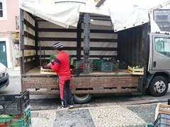 desmontar (Ponto e virgula) Tags: feira mercado camioneta caldasdarainha caixotes benfiquista