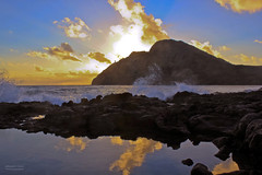 Makapu`u tidepool  the sun rises on another year (RobertCross1) Tags: ocean light sun lighthouse seascape reflection sol beach clouds sunrise canon landscape island dawn hawaii rocks surf waves pacific oahu alba crash cliffs spray amanecer dslr tidepool waimanalo windward makapuu aube alborada bodysurfing salidadelsol pointdujour t2i