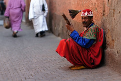 Man on the streets singing, playing guimbri and swinging his head in Marrakesh, Morocco (Simon Christiaanse) Tags: africa people music playing man artist singing traditional performance culture streetphotography morocco fez streetartist medina marrakesh swinging lute moroccan tassel musicinstrument  guimbri simonchristiaanse