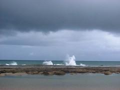 Tempo chuvoso (Viva as Cores - Mrcia Aki) Tags: sea cloud rain stone mar rocks chuva nublado nuvem oceanoatlntico pedras oceano rocha chuvoso