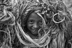 The Jute Kid ! (pusan_sm) Tags: blackandwhite bw river kid child bnw pusan padma jute nikkor35mm nikond90 munsiganj maowa ttlphotowalkatmaowa