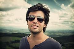 Daniel (Edi Eco) Tags: light boy brazil portrait man minasgerais guy brasil canon landscape minas gerais natural retrato daniel garoto mg 7d sunglass carnaval sao homem 28135mm óculos letras escuros rapaz sãothomédasletras thome canon7d