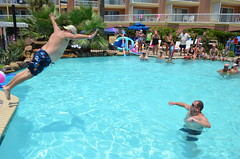 2013 rits sat pool party (53)