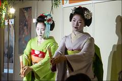 Maiko Hisamomo and Hisasuzu ( & ) (Lau_chan) Tags: japan kyoto maiko  kioto pontocho japn pontochokaburenjo hisasuzu  hisamomo