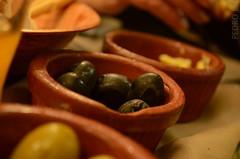 Olivos (Pedro Etchevers Larraburu) Tags: black verde green cup restaurant nikon negro olives aceitunas olivos mesa d5100