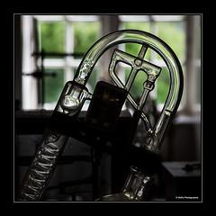 in der alten Apotheke (geka_photo) Tags: deutschland freilichtmuseum glas kiel schleswigholstein molfsee alteapotheke freilichtmuseummolfsee gekaphoto