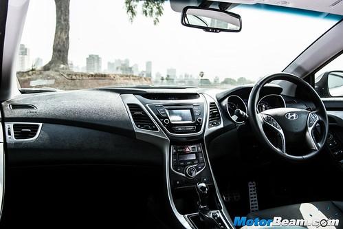 2015-Hyundai-Elantra-09