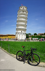 My Canyon Ultimate around the world :) (Torsten Frank) Tags: italien bike bicycle canyon pisa campanile architektur toscana turm fahrrad roadbike weltkulturerbe toskana rennrad piazzadeimiracoli piazzadelduomo schieferturmvonpisa radfahren glockenturm romanik radsport torrependentedipisa ultimatecfslx