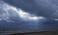 Tormenta en el Mojn (Fotgrafo-robby25) Tags: amanecerenelmediterrneo fujifilmxt1 nubes playadelmojn rayosdesol torredelahoradadaalicante