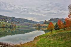 Lago di Montecatino, Montefiore dell'Aso (Mariano Pallottini - Le Marche) Tags: montefioredellaso marche lemarche italy lake landscape countryside nature foliage