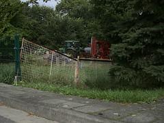 waldow_e-m10_1009133775 (Torben*) Tags: rawtherapee olympusomdem10 olympusm25mmf18 waldow brandenburg traktor landwirtschaft zaun fence agriculture tractor