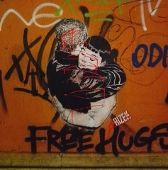 FreeHugs (Alabama Song) Tags: hugs murales bologna piazzaverdi unibo wall love freedom