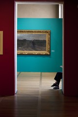 Histoire de l'art (Gerard Hermand) Tags: 1607172865 gerardhermand france troyes aube canon eos5dmarkii formatportrait musedartmoderne museum jambe leg femme woman salle room tableau painting