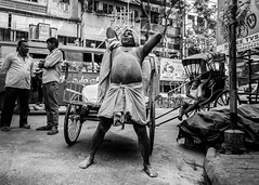 Power Lift (SlickSnap Steve) Tags: nikon d750 steve beckett india street streetphotography bw blackandwhite monochrome urban labour lifting