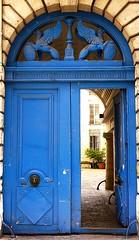 blues (5) (canecrabe) Tags: porte hôtelparticulier marais retourdégypte varin griffon directoire door bleu ruevieilledutemple bénignejosephvarin