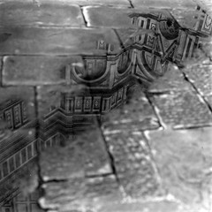 Piazza del Duomo (Sartori Simone) Tags: italien blackandwhite bw italy reflection rain geotagged florence europa europe italia bn tuscany firenze duomo toscana pioggia italie biancoenero riflesso pentaconsixtl cattedraledisantamariadelfiore ©allrightsreserved simonesartori