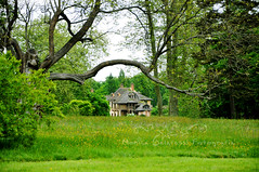 Like in a fairy tale (Monica Galafassi's Photos) Tags: house france history beautiful fairytale casa woods frana calm lindo campo historia calmo contosdefadas