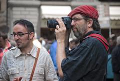 pittore ti voglio parlare (g_u) Tags: people men hat florence gente persone firenze gu cappello ugo fotografo uomini piazzaduomo